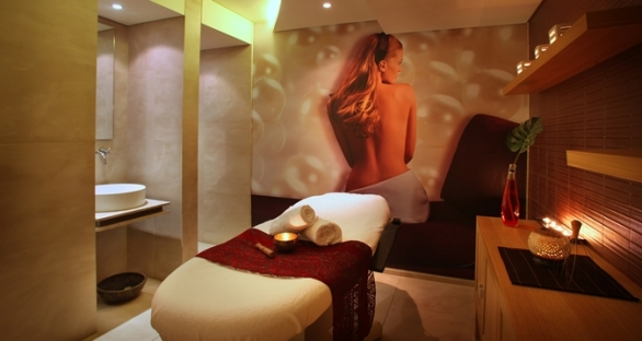 Full body massage & Spa with THE POOL, SAUNA, STEAM BATH